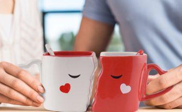 san valentino roma 2018 idee regalo, tazze che si baciano
